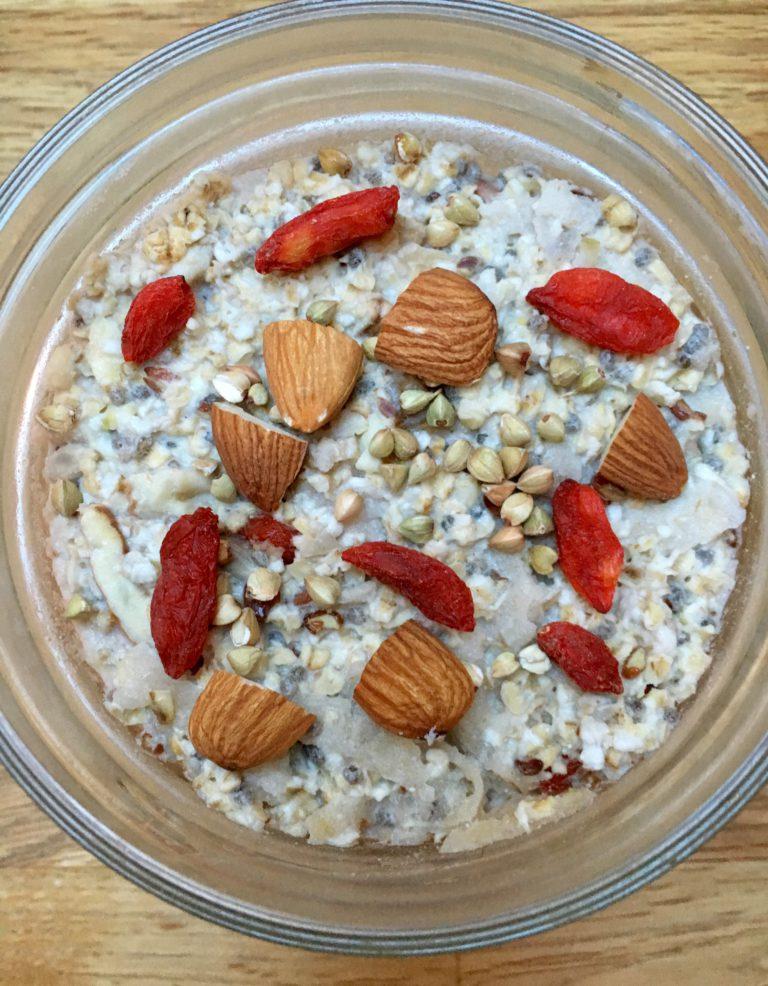 Eple, frø, nøtte & havre kjøleskapsgrøt- Bircher Muesli