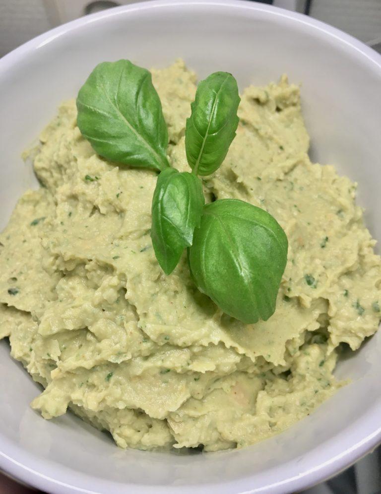 Avokado og basilikum Hummus
